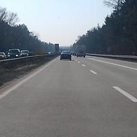 Anfahrt aus Richtung Hamburg, ziemlich weit hinten ist die Brücke bereits zu sehen