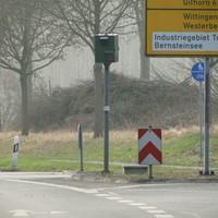 hier gibt es wieder einmal bei 70 km/h nette Erinnerungsbilder von einer Verkehrsinsel aus. Die in Richtung Hannover/Gifhorn Fahrenden werden gemessen