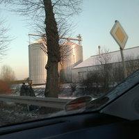 Der Blitzer steht in der Kreuzung zum Gewerbepark im 70 er Bereich