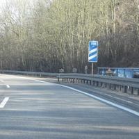 Geblitzt wird in FR Saarbrücken kurz vor der Abfahrt Völklingen am Ende der Brücke. Hier wird mindestens einmal wöchentlich geblitzt. Vmax: 80 km/h. Die Messstelle ist somit hinlänglich bekannt. Trotzdem werden da viele geblitzt. Abends und bei schlechtem Wetter ist die Messstelle schlecht zu sehen. Dass das Messfahrzeug so gut zu sehen ist, ist die Ausnahme. Normalerweise wird dieses weiter unterhalb geparkt.