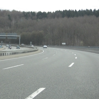 A 8 Saarlouis - Zweibrücken am Ende der Sulzbachtalbrücke. Alle Spuren wurden überwacht. Hier wird praktisch jede Woche geblitzt.