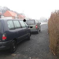 Hier schön zu erkennen der Grüne VW - Caddy und die Messanlage aus der Heckscheibe raus.