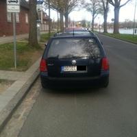 Das gleiche Messpersonal aus Wismar nur dieses mal DD ( Düsseldorfer Kennzeichen ) dunkel Blauer VW Passart. Danke für die Fotoerlaubnis.