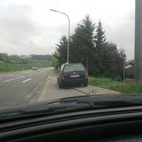 Von Eppelborn auf der Schlossstraße in Richtung Hierscheid/Humes stand der mobile Blitzer am Ende der Bus-Parkbucht. Fahrzeug: Älterer Golf Kombi mit dem Kennzeichen HOM CR 686