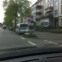 Heute stand der ESO 3.0 Bus in Fahrtrichtung zur Fackenburger Allee- also stadteinwärts. Am Heck des T5 steht der ES, Fotogeschirr steht am Baum / Fahrzeugfront des Messwagens