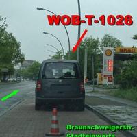 Dunkelgrauer VW Caddy (WOB-T-1026), auf der Braunschweigerstraße Stadteinwärts bei der Shell Tankstelle