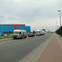der bekannte Opel des LK stand am 21.05.12 in entgegengesetzter Fahrtrichtung und fotografierte stadtauswärts. Die Karre war erst spät zu sehen. Herr Brandes wollte überhaupt nicht fotografiert werden :D