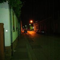 Verkehrskontrolle am 26.05.2012 Mit Laserpistole. Links im Bild ein Polizeiwagen, Rechts davon der Polizist mit Laserpostole und nochmal rechts davon 2 Polizisten mit einem angehaltenen Autofahrer.