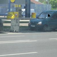 Seitenansicht des Meßfahrzeuges. Ob da der vorgeschriebene Abstand von 4 m eingehalten wurde?