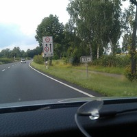 Anfahrt, Beginn der 80 km/h Zone, hier wird in 2 Schritten von 120 km/h die zulässige Geschwindigkeit gesenkt