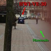 Der dunkelblaue VW Caddy des Privaten Dienstleisters (HWI-VE-30)