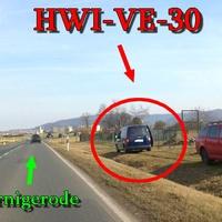 der dunkelblaue VW Caddy (HWI-VE-30)