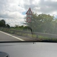 Kommend von der A620 auf die Abfahrt der A8 Richtung Neunkirchen. Geschwindigkeit max. 60 km/h