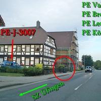 Der Blaue Citroen Berlingo (PE-J-3007) des Landkreis Peine in PE Alvesse Richtung SZ Üfingen 50 Kmh innerorts. Extern stehendes Blitzgerät.