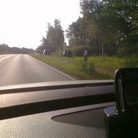 Hier rechts zu sehen die beiden Meßfahrzeuge des Landkreises auf der Brücke. Hier wurde rein die Geschwindigkeit 120km/h gemessen.