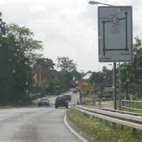 Weiterer Blitzer der Region, wurde erst kürzlich aufgestellt. Von der B6 kommend, die Brücke herunterfahrend Richtung Neustadt, Otternhagen, Bordenau, Frielingen. Befindet sich gleich hinter dem Ortsschild Frielingen.