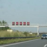 Anfahrt: Messung in Fahrtrichtung Hannover - ist die dritte Brücke nach Hämelderwald. Abstandmessung. Hoffe aber dass wenigstens auch die parallelfahrenden LKWs zur Rechenschaft gezogen werden. (dort ist Überholverbot)  (Schrift ist spiegelverkehrt, da ich es durch den Spiegel aufgenommen habe)