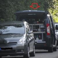 Gewohnt steht der Messwagen, ein Citroen Jumpy, in der kleinen Parallelstrasse zur Saarlandstrasse.