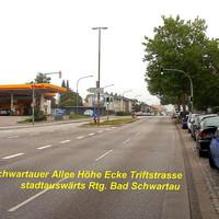 In Richtung Bad Schwartau, stadtauswärts fahrend sieht man die 4 teilige PoliScan-Säule auf der Fußgänger-Mittelinsel. Kann in beiden Richtungen eingesetzt werden...