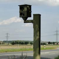 auf der B65 Rtg. Peine fahrend Höhe Rosenthal steht ein Starenkasten! auch die Abbiegerspur wird gemessen, 70 sind erlaubt