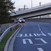 Von Mannheim kommend: Abfahrt von der B37 nach LU-Mitte/LU-Süd, Koaxialkabel auf der Fahrbahn - nach einer leichten Kurve. 50 erlaubt.