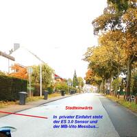 """Stadteinwärts Rtg. Parin fahrend, hier gerade am ES.3.0 Sensor vorbei und das """"Blitzgeschirr"""" erkennbar..."""