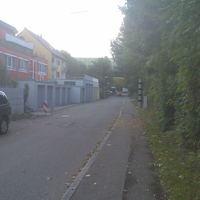 Der Blitzer steht in Ditzingen Rtg. Stuttgart-Giebel (im Herdweg) 30 km/h ist dort erlaubt... es geht dort in der Straße Rtg. Stuttgart-Giebel und entgegen nach Ditzingen rein blitzt beidseitig (Poli Scan) 30 erlaubt ... der Blitz sitzt im 3ten schwarzen Streifen.