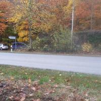 hier die Fahrzeuge der Besatzung samt Kamera & Blitz in Richtung Scharbeutz.