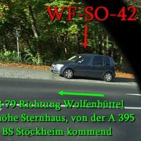 Der graue Skoda Roomster (WF-SO-42), des Landkreis Wolfenbüttel, auf der B 79 in höhe Sternhaus.