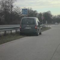Blitzer ist im Heck des VW versteckt.