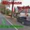 B 6 in Wendhausen Richtung Hildesheim, die Blitztonne steht am Baum und der Ford Focus davor.