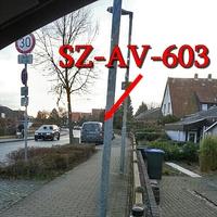 Der graue VW Caddy Maxi (SZ-AV-603) in WF auf dem Alten Weg Richtung Mittelweg.