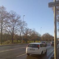"""Dieser """"Blitzer"""" steht in Eglosheim - Landkreis Ludwigsburg (1) hinter einer Ampel - Fotografische Überwachung."""