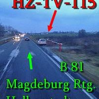 Der weiße Golf 4 Kombi (HZ-TV-115) auf der B 81 kurz vorm OE Halberstadt nach einer roten Feldwegschranke.