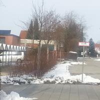 Richtung Notzing auf dem Parkplatz von der Schule aufgebaut und Transporter hinter einer Hecke wo man in nicht mal sieht.