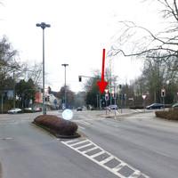 """Wir schauen von der Strasse """"Am Königshof"""" in Richtung """"Talstr""""."""