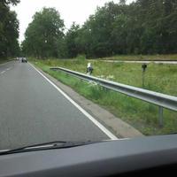 Kamera am Leitpfahl, Blitzgerät rechts daneben. Fahrtrichtung Walsrode 70km/h