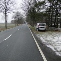 der Fiat Kastenwagen der Stadt Lehrte! Rtg. Lehrte fahrend am rechten Straßenrand! Leivtec im Kofferraum, externer Blitz daneben!