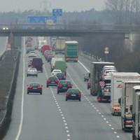 wieder mal eine Abstandsmessung auf der Brücke vor Lehrte Ost Rtg Hannover fahrend. zwei der Bilder sind eine Brücke vorher aufgenommen