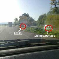 """""""Beim P&R.Mit Lichtsensor ca.5 meter vor dem info Schild"""" Da wo der Silberne Van Steht!"""