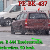 B 444 Peine Stadt, Ilsederstraße stadteinwärts, rechte Seite in der Parkreihe, Rostbraun Roter Opel Astra Kombi (PE-BK-437). 50 kmh.