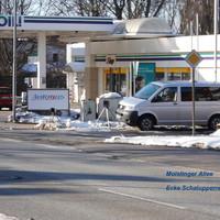 """Der silberne Messbus VW-T5  HL HL 254 steht im Schaluppenweg, gemessen wird mit ES 3.0 der an der Bushaltestelle """"Schaluppenweg"""" stadtauswärts steht..."""