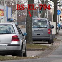 Der graue VW Caddy Maxi (BS-EL-794) auf der Berlinerstraße stadtauswärts. Wie immer.