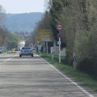 Bekannte Stelle, heute wird gelasert. Messung der Fahrzeuge mit Fahrtrichtung Ost in Richtung Schorndorf, Anhalteposten steht neben dem Messbeamten, Kontrollposten in der Steinbeisstr gegenüber. Messfahrzeug silberner Caddy WN-EW2964