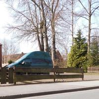 "Tatort, ES 3.0 Messgerät im Zaun integriert, ""Blitzgeschirr"" in Richtung Bad Oldesloe in Garten versteckt..."