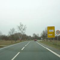 Von Erlangen / Bubenreuth / Möhrendorf kommend passiert man gleich einen auf 70 km/h limitierten Einmündungsbereich.