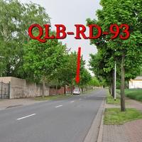 Der weiße VW Golf 4 Variant (QLB-RD-93) auf der B 244 in Badersleben am OA gegenseitig geparkt in Richtung Dardesheim. 50 kmh.