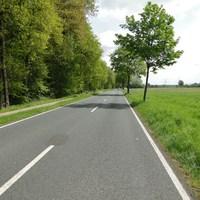 externe Gerät am Radweg, der Wagen parkte im Waldweg! Von Weitem zu sehen. Hat über die Fahrbahn gemessen, kann aber schnell gedreht werden