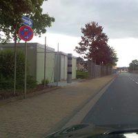 Dr. Otto Röhm Strasse Richtung Süd dreispurige Einbahnstraße Vom Einkaufszentrum Loop5 Richtung B42 und A5