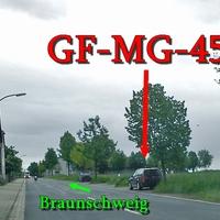 Der dunkelblaue VW Golf 4 Variant (GF-MG-456), in Wierthe, Meisterstraße, rechte Seite auf dem Grünstreifen. 50 kmh. Fahrtrichtung PE Sonnenberg / Braunschweig